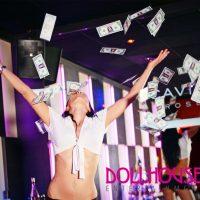 Kieztour Tänzerin wirft Dollar